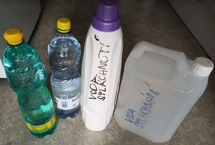 Použité nádoby jako zásobníky vody